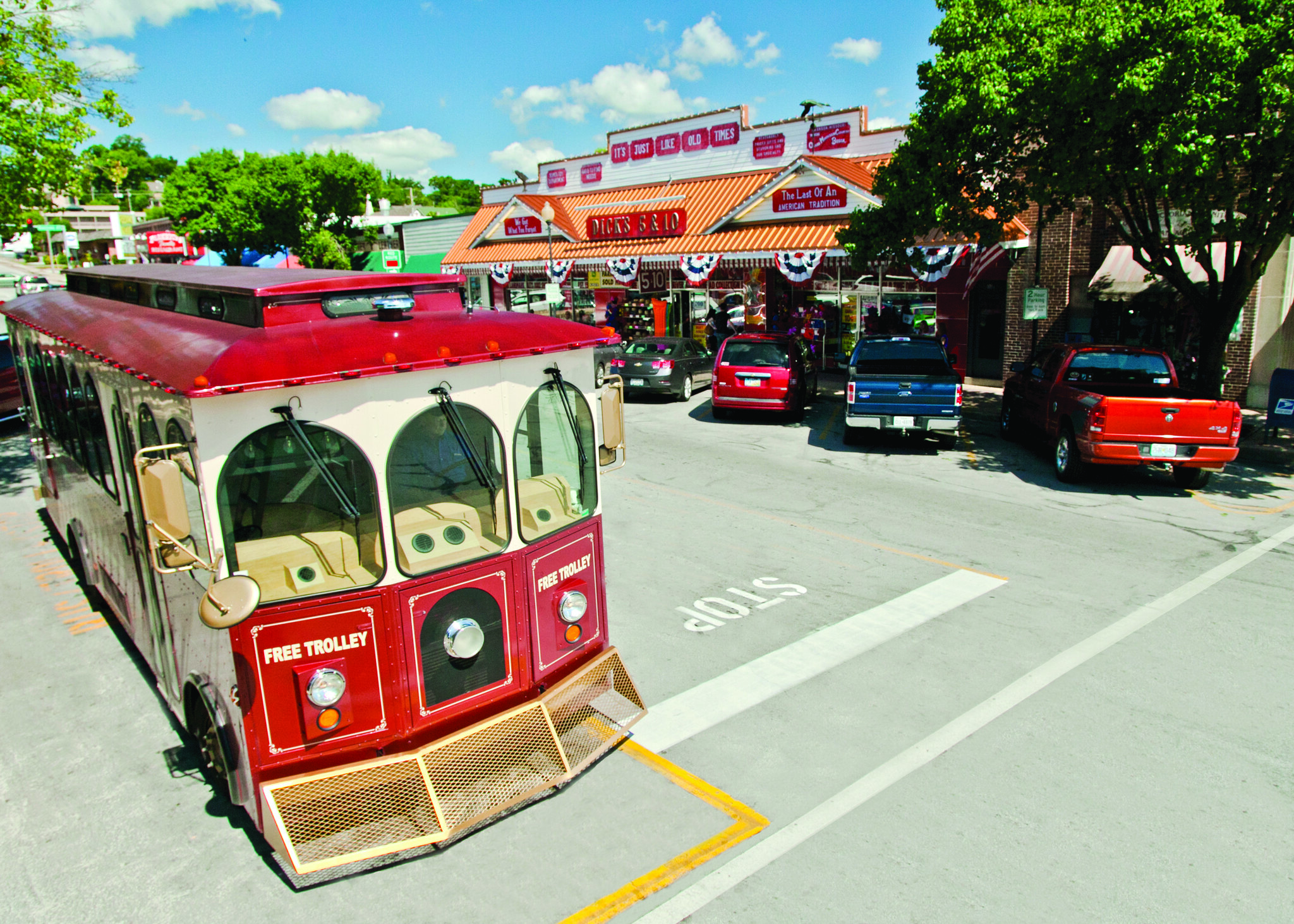Branson_s_Historic_Downtown_Trolly_Shopping