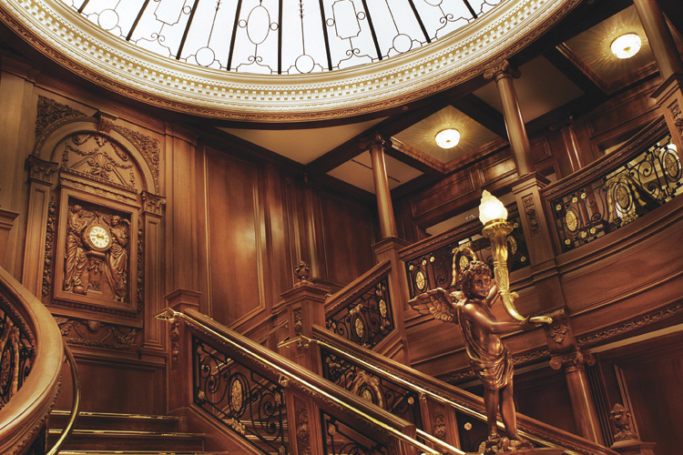 grand_staircase_titanic_museum_branson_mo_attractions