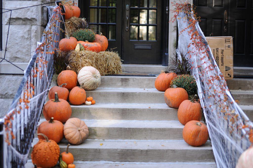 Pumpkins_on_Stairstep_Thanksgiving_Holiday_Branson_Saver_Blog