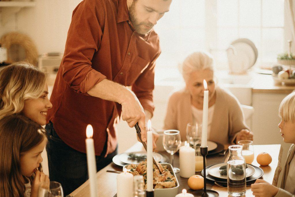 Family_Thanksgiving_Dinner_Branson_Saver_Blog